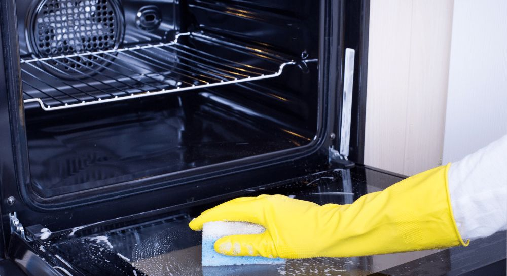 Use of the self-cleaning oven